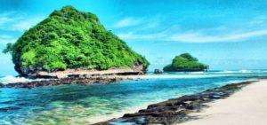8 Wisata Pantai di Jawa Timur yang Paling Mengagumkan 300x141 » Ini Dia 8 Wisata Pantai di Jawa Timur yang Paling Mengagumkan