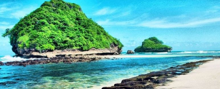 8 Wisata Pantai di Jawa Timur yang Paling Mengagumkan 772x312 » Ini Dia 8 Wisata Pantai di Jawa Timur yang Paling Mengagumkan