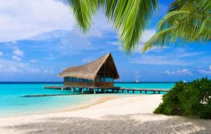 birunya air laut di pantai nirwana sumbar 300x191 » Kenali Keindahan Tiada Duanya Pantai Nirwana di Sumatera Barat