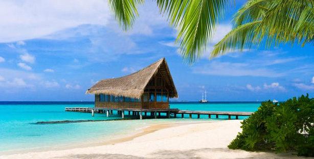 birunya air laut di pantai nirwana sumbar 614x312 » Kenali Keindahan Tiada Duanya Pantai Nirwana di Sumatera Barat