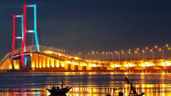jembatan suramadu jatim 555x312 » Tempat Wisata Hits di Pulau Madura yang Wajib Anda Kunjungi