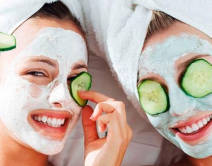 manfaat timun untuk kecantikan wajah 418x328 » Aneka Manfaat Mentimun untuk Wajah Cantik Anda