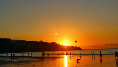 menyaksikan sunset di wisata pantai jimbaran bali » Nikmati Panorama Alam Keindahan Wisata Pantai Jimbaran Bali
