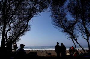 objek wisata pantai goa cemara bantul jogja 300x199 » Kenali 3 Keunikan Pantai Goa Cemara, Wisata Panorama Khas Twilight Saga