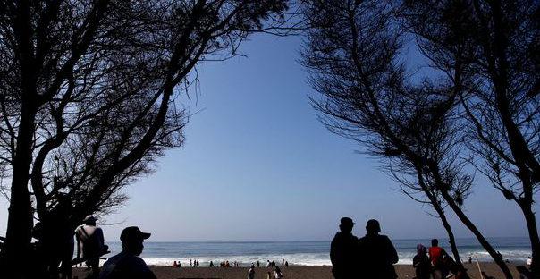objek wisata pantai goa cemara bantul jogja 604x312 » Kenali 3 Keunikan Pantai Goa Cemara, Wisata Panorama Khas Twilight Saga