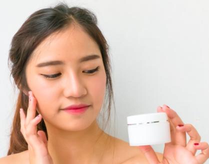 panduan memilih krim pemutih wajah aman sehat 418x328 » Cara Memilih Cream Pemutih Wajah yang Bagus dan Aman