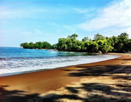 tempat wisata pangandaran jawa barat pantai batu karas 418x328 » Rekomendasi 5 Tempat Wisata di Pangandaran yang Terkenal dan Wajib Dikunjungi