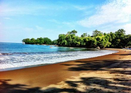 tempat wisata pangandaran jawa barat pantai batu karas 439x312 » Rekomendasi 5 Tempat Wisata di Pangandaran yang Terkenal dan Wajib Dikunjungi