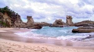 wisata pantai klayar pacitan jawa timur 300x166 » Daftar 5 Pantai Eksotis di Jawa Timur sebagai Tujuan Liburan Anda