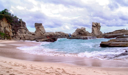 wisata pantai klayar pacitan jawa timur 418x246 » Daftar 5 Pantai Eksotis di Jawa Timur sebagai Tujuan Liburan Anda