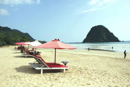 wisata pantai pulau merah banyuwangi jawa timur » Daftar 5 Pantai Eksotis di Jawa Timur sebagai Tujuan Liburan Anda